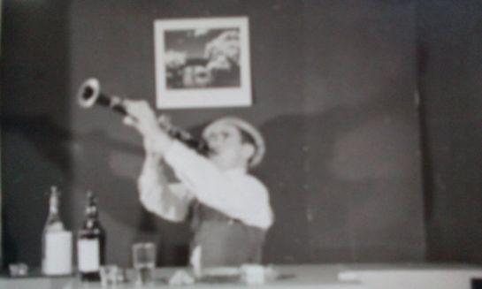 trumpet_man_02